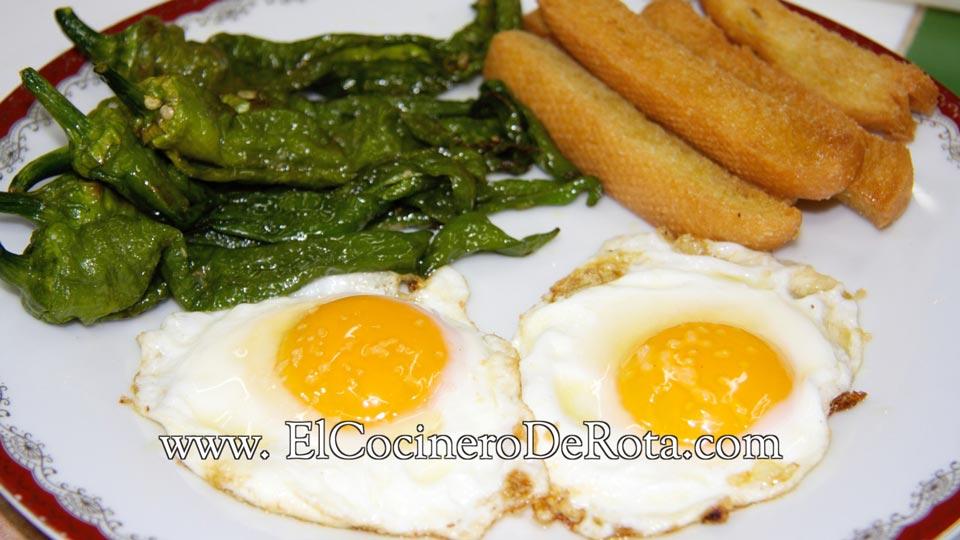 Huevos fritos con pimientos - El Cocinero de Rota